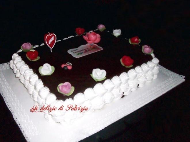 Torta di compleanno al cioccolato e alla meringa