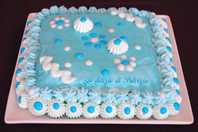 Torta vaniglia, panna montata e glassa reale