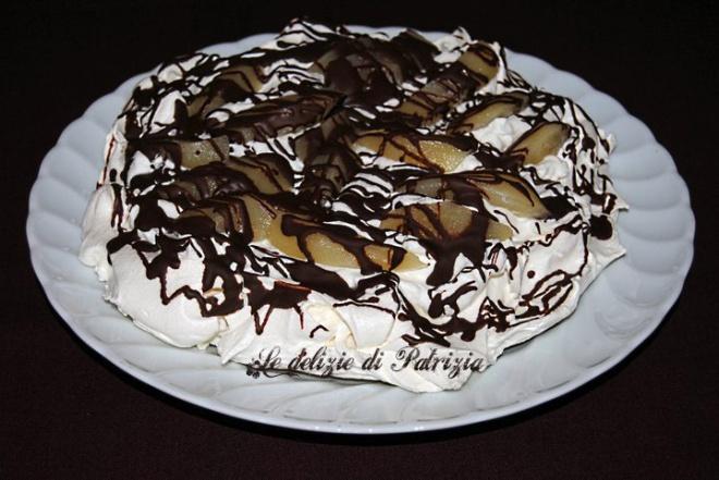 Pavlova panna, pere e cioccolato