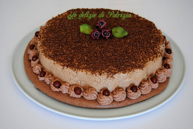 Bavarese cioccolatosa su disco di meringa copiaBavarese cioccolatosa su disco di meringa