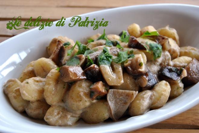 Gnocchi di patate con crema di funghi porcini