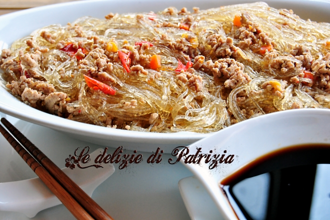 Spaghetti di soia piccanti alla carne