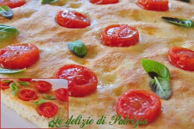 Focaccia con pomodorini ciliegini e basilico