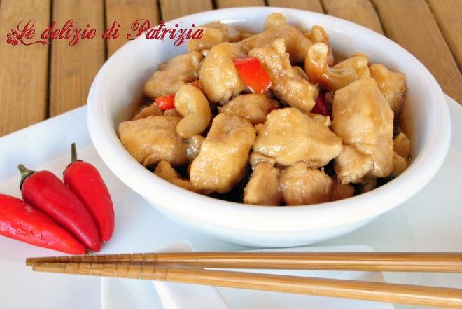 Pollo in salsa di soia e anacardi