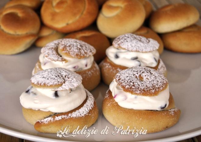 Biscotti di san martino con crema di ricotta