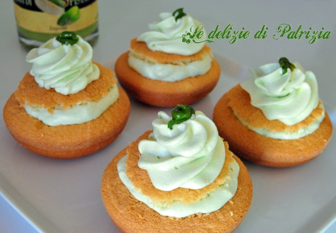 Tortine con chantilly al pistacchio