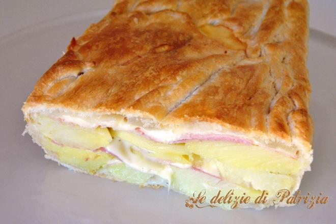 Tortino di patate in sfoglia con prosciutto e formaggio