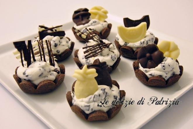 Tartellette al cacao con crema di yogurt alla stracciatella  ©Le delizie di Patrizia Gabriella Scioni