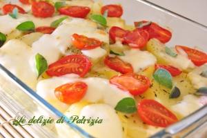 Patate con datterini, mozzarella e origano fresco ©Le delizie di Patrizia Gabriella Scioni