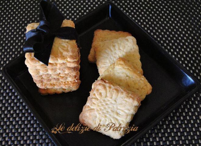 Biscotti secchi senza burro e senza uova