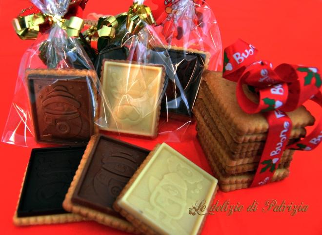 Biscottini al burro e miele con placchette di cioccolato
