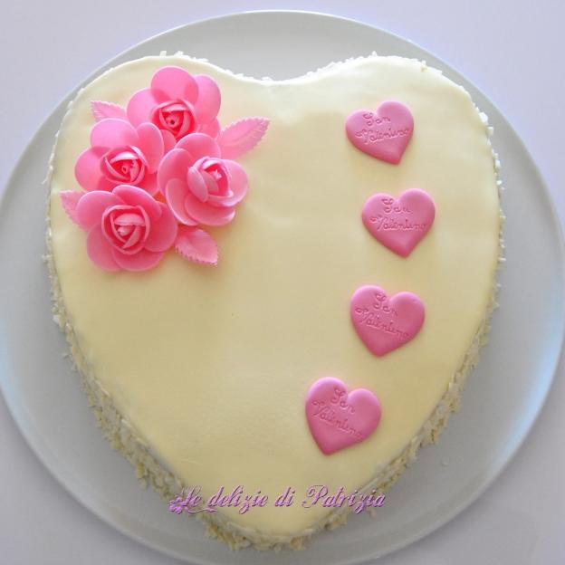 Cuore di San Valentino con glassa lucida al cioccolato bianco