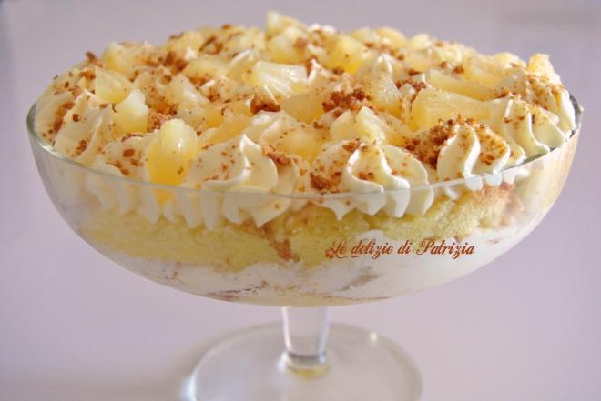 Dessert con crema al mascarpone, ananas e amaretti
