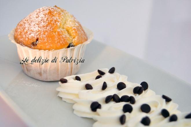 Muffins alla panna con gocce di cioccolato
