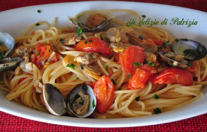 Spaghetti con vongole e pachino