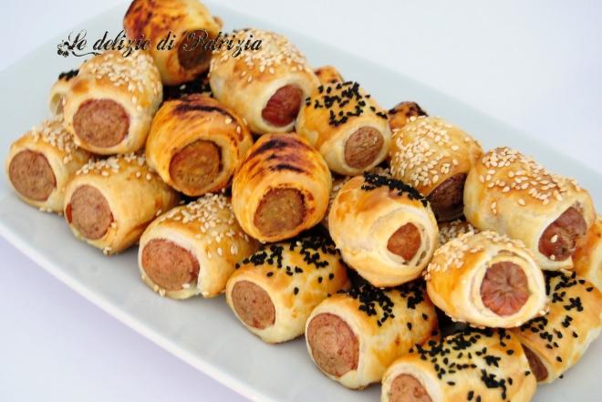 Bocconcini di sfoglia con salsiccia piccante e wurstel