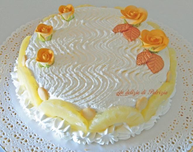 Torta con crema diplomatica e ananas