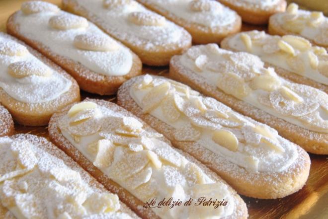 Biscotti con pasta di mandorle e glassa