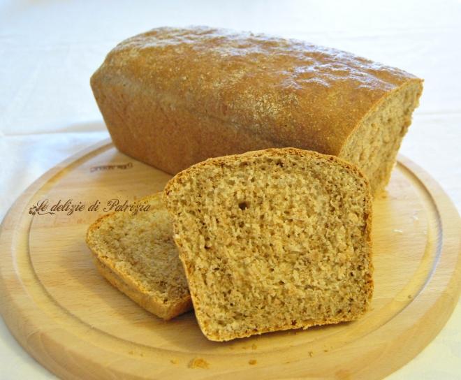 Pan bauletto con farina integrale e olive taggiasche