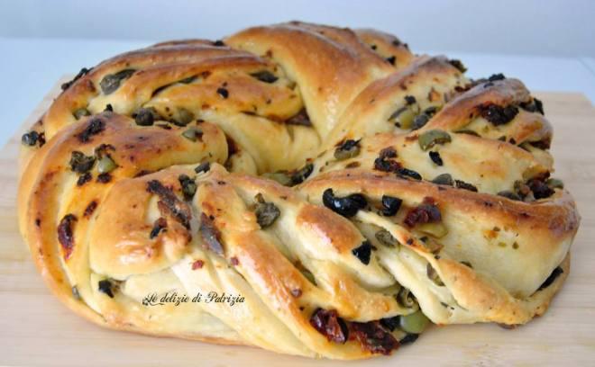 Angelica con capperi, olive, acciughe e pomodori secchi