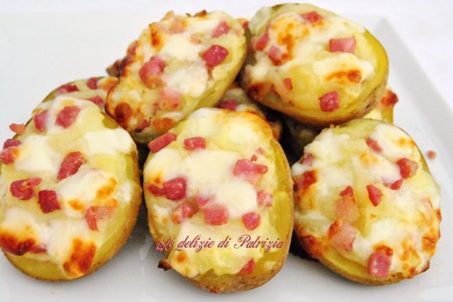 Barchette di patate con mozzarella e pancetta