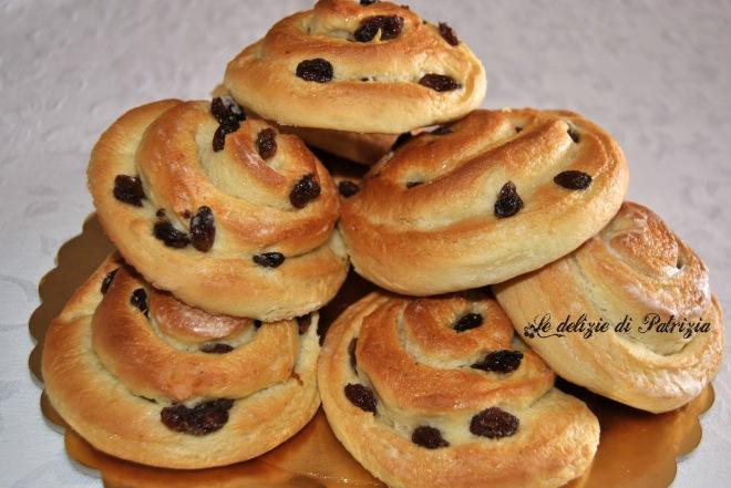 Girelle di pan brioche con uvetta