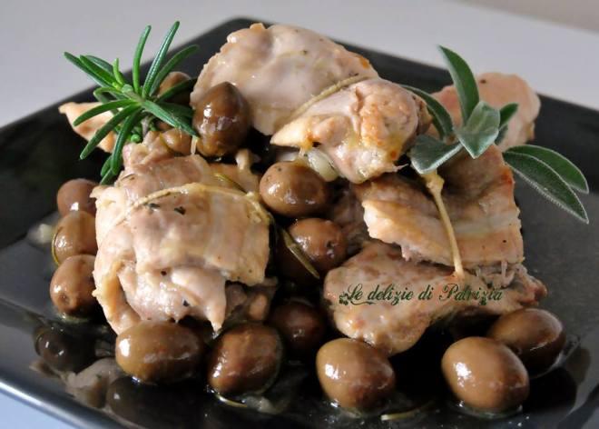 Involtini di pollo al vino bianco con erbette e olive