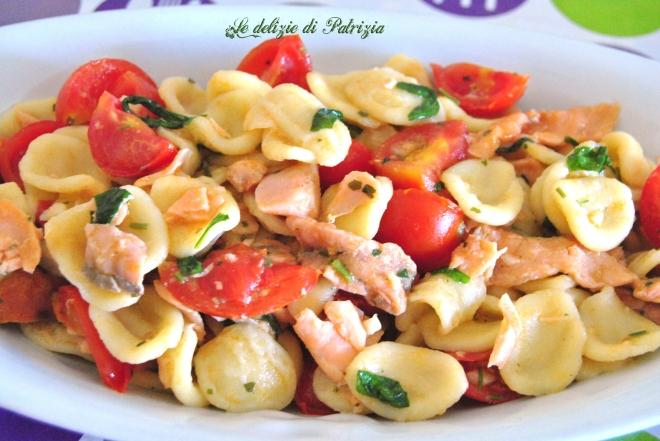 Orecchiette fresche con salmone, pomodorini e rucola