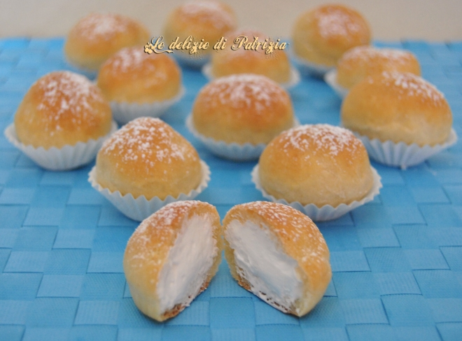 Mini brioches con crema al latte (fiocchi di neve)