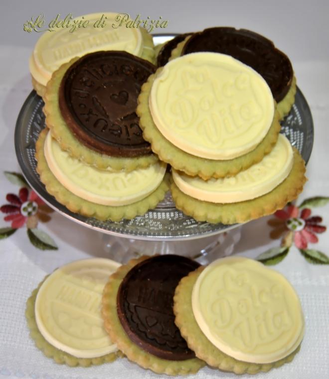 Biscotti al pistacchio con placchette di cioccolato