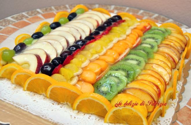 Crostata all'arancia con crema e frutta